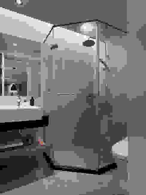 Baños modernos de 御見設計企業有限公司 Moderno