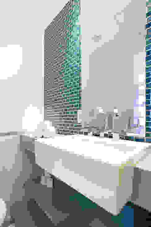 Baños de estilo ecléctico de ARQ.STHÊ.DEZ Ecléctico Cuarzo