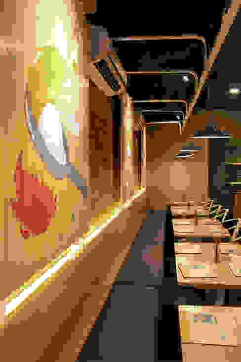 Tường & sàn phong cách mộc mạc bởi IDEO DESIGNWORK Mộc mạc