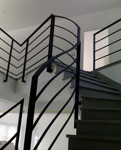 Corridor, hallway & stairs theo h(O)me attitudes by Sylvie Grimal,