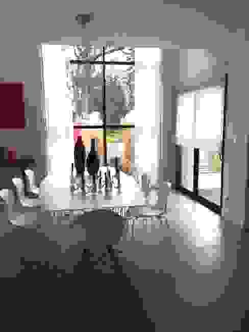 Salle à manger par h(O)me attitudes by Sylvie Grimal Moderne MDF