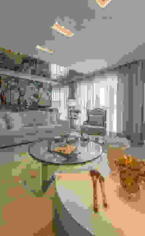 من Chris Brasil Arquitetura e Interiores كلاسيكي