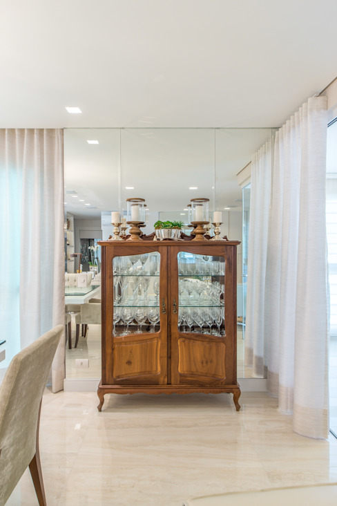 Classic style dining room by Chris Brasil Arquitetura e Interiores Classic