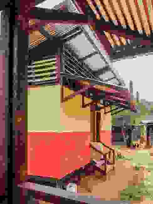 : Habitaciones de estilo  por Ensamble de Arquitectura Integral, Rural