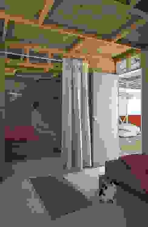 : Habitaciones de estilo  por Ensamble de Arquitectura Integral, Rural Derivados de madera Transparente