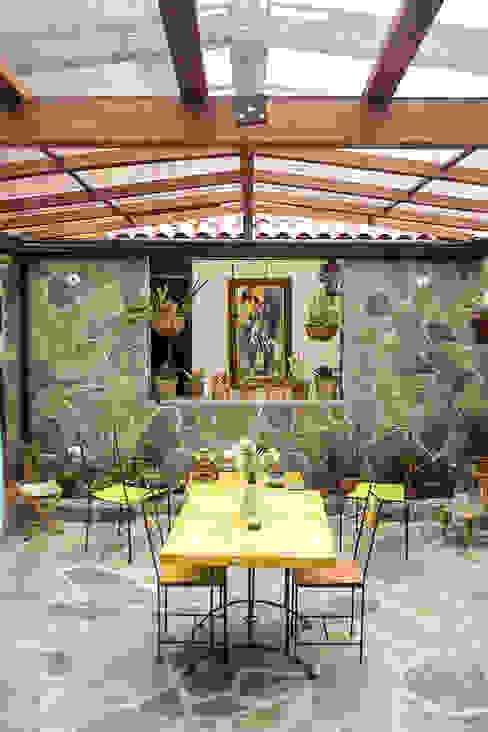 Garden by Ensamble de Arquitectura Integral, Country Stone