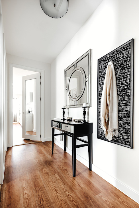 Pasillos y vestíbulos de estilo  por Katie Malik Interiors, Moderno