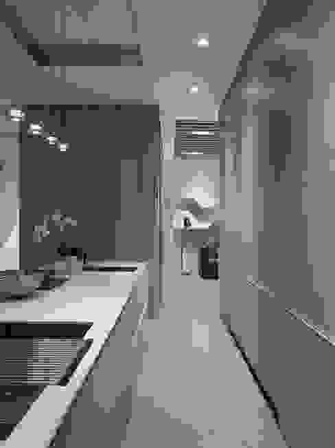 House D 鄧宅 現代廚房設計點子、靈感&圖片 根據 構築設計 現代風