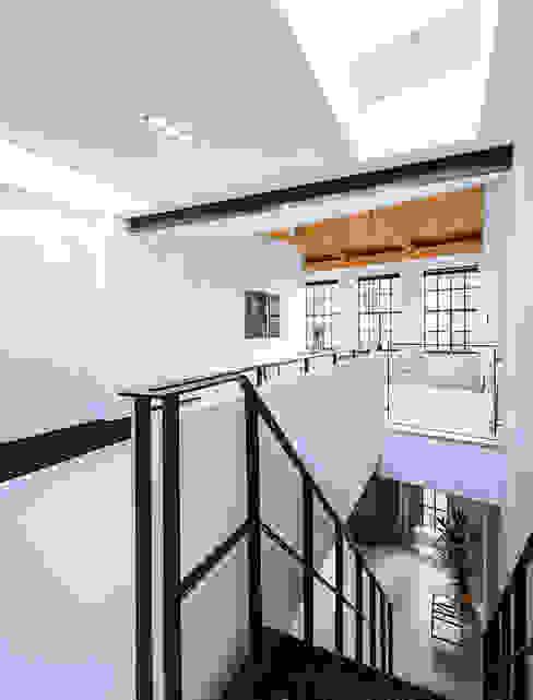 Ruang Studi/Kantor Modern Oleh EVA architecten Modern