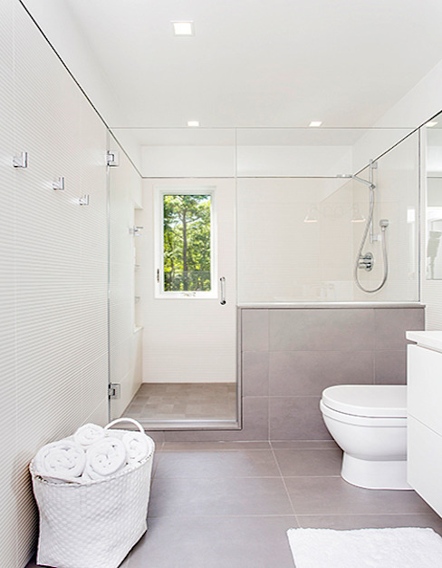 Quogue Weekend House, Quogue, NY Minimalist style bathroom by BILLINKOFF ARCHITECTURE PLLC Minimalist