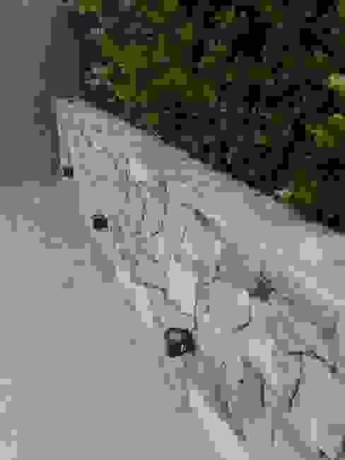 Jardines con piedras de estilo  de Estudio Karduner Arquitectura, Clásico Piedra