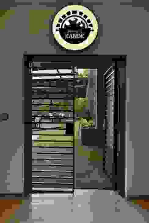 Mansi Kande-Entrance Studio - Architect Rajesh Patel Consultants P. Ltd Modern hotels