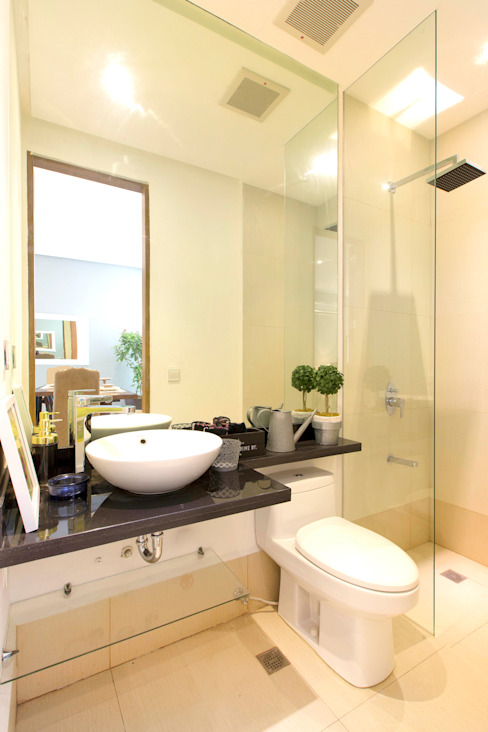 Modern style bathrooms by Marilen Styles Modern