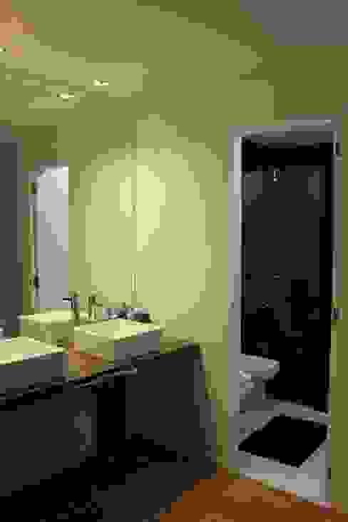 Baños modernos de DUA Arquitectos Moderno