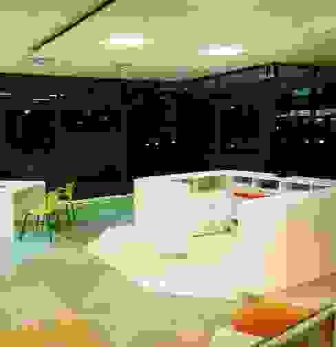 LOCAL 13 y 36: Estudios y oficinas de estilo  por GORA Arquitectura 3D,Moderno