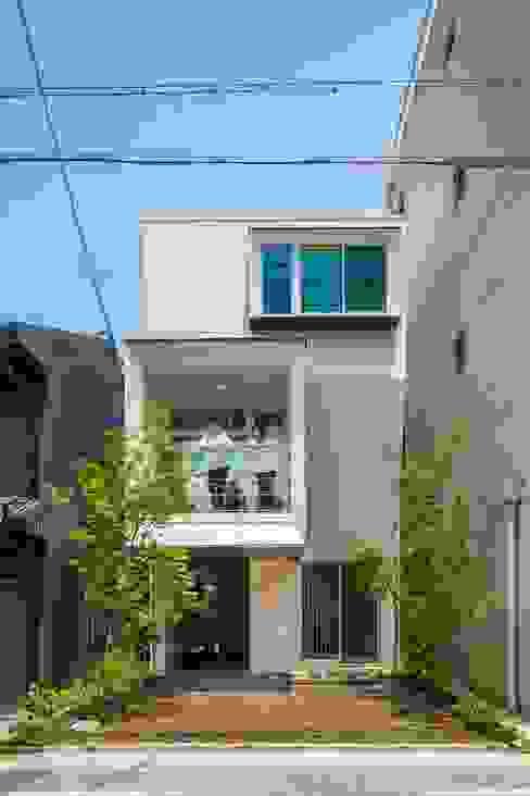 Maison individuelle de style  par 今井賢悟建築設計工房