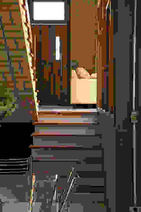 Tường & sàn phong cách mộc mạc bởi JMN arquitetura Mộc mạc
