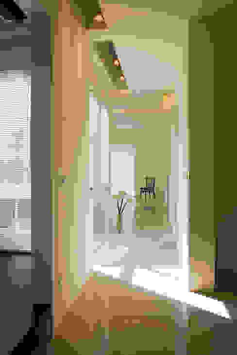 ID王公民宿 現代風玄關、走廊與階梯 根據 四一室內裝修有限公司 現代風