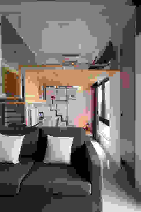 東區住宅 现代客厅設計點子、靈感 & 圖片 根據 齊禾設計有限公司 現代風