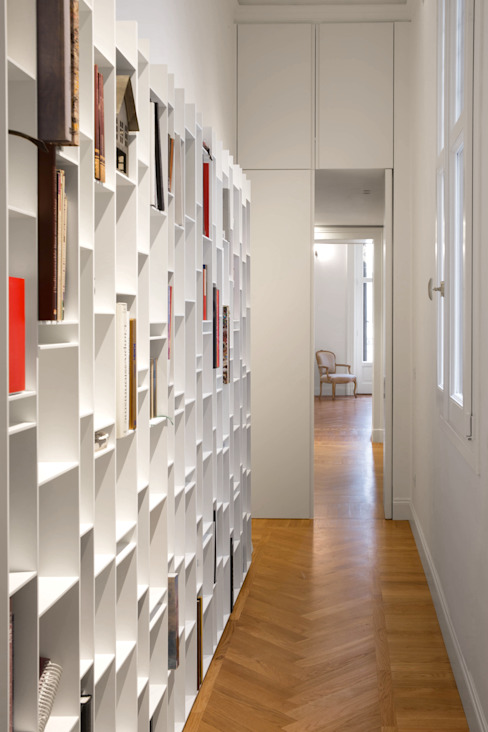 Modern Corridor, Hallway and Staircase by Chantal Forzatti architetto Modern MDF