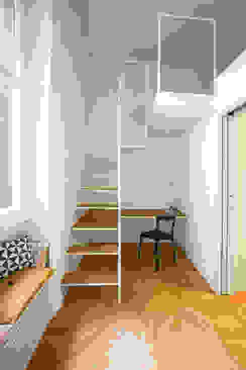 Study/office by Chantal Forzatti architetto, Modern Iron/Steel