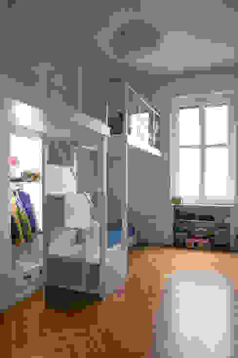 Chambre garçon de style  par Chantal Forzatti architetto, Moderne MDF