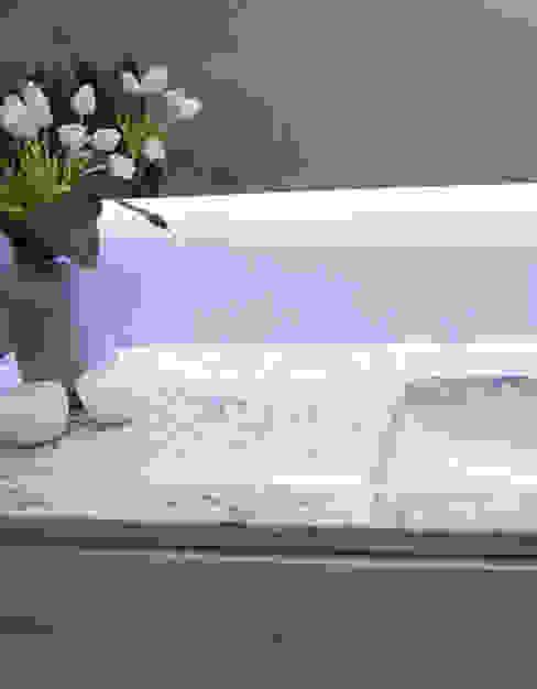 現代浴室設計點子、靈感&圖片 根據 ORCHIDS LOFT 現代風 大理石