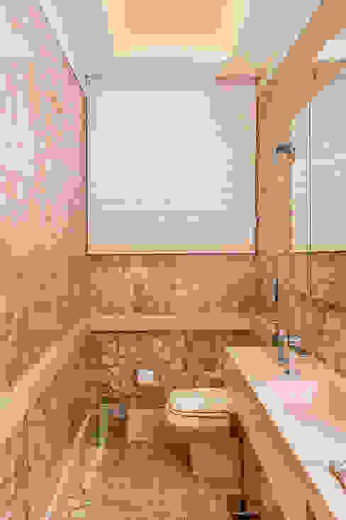 Sala Tv + Lavabo: Banheiros  por Sílvia Bittencourt Arquitetura e Interiores,Moderno