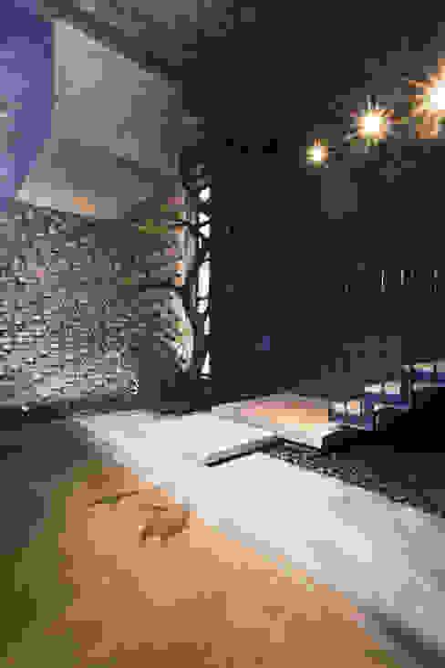 Garden by deline architecture consultancy & construction