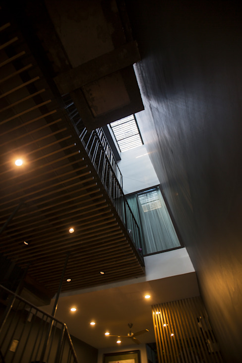 STH - Stairhouse Modern corridor, hallway & stairs by deline architecture consultancy & construction Modern