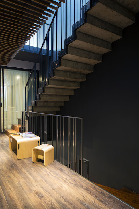 Corridor, hallway by deline architecture consultancy & construction