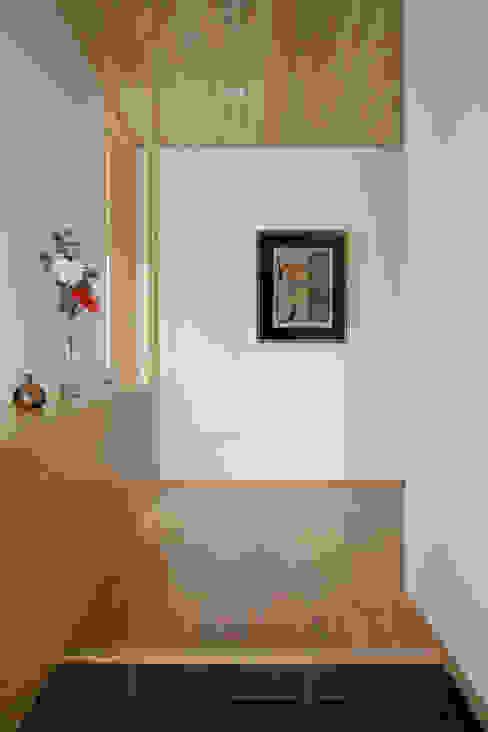 Hành lang, sảnh & cầu thang phong cách hiện đại bởi atelier137 ARCHITECTURAL DESIGN OFFICE Hiện đại Gỗ Wood effect