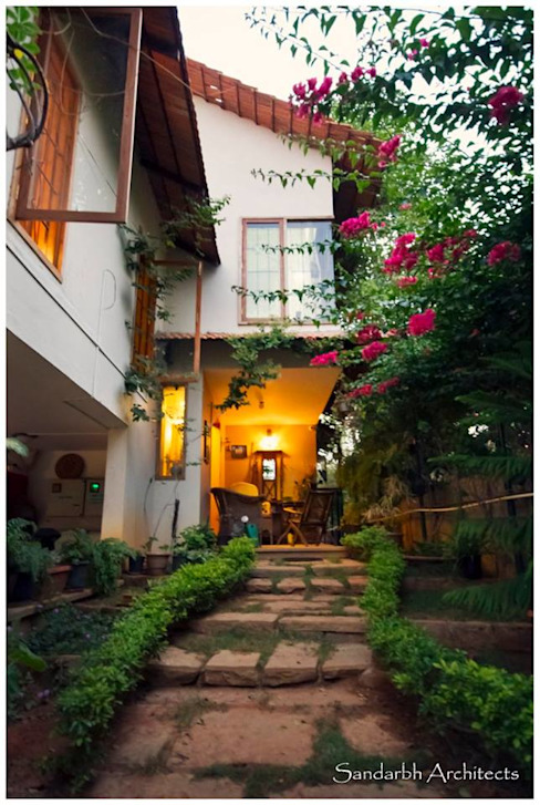 Saravan - The Singh's residence Eclectic style garden by Sandarbh Design Studio Eclectic
