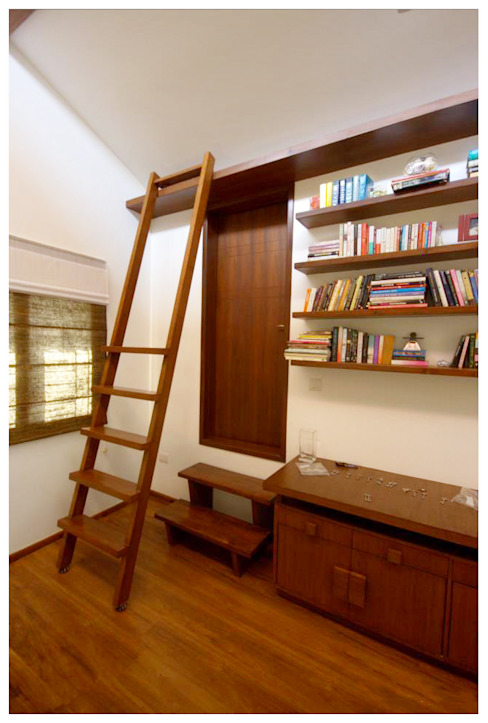 Kannan - Sonali and Gaurav's residence Eclectic style study/office by Sandarbh Design Studio Eclectic