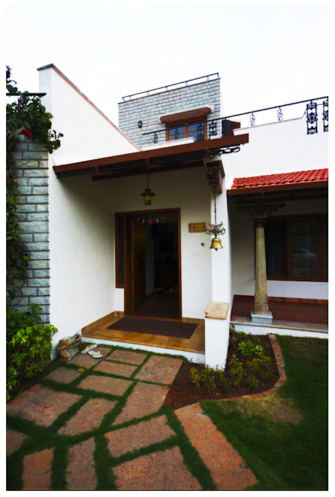 Temple Bells - Arati and Sundaresh's Residence Eclectic style houses by Sandarbh Design Studio Eclectic