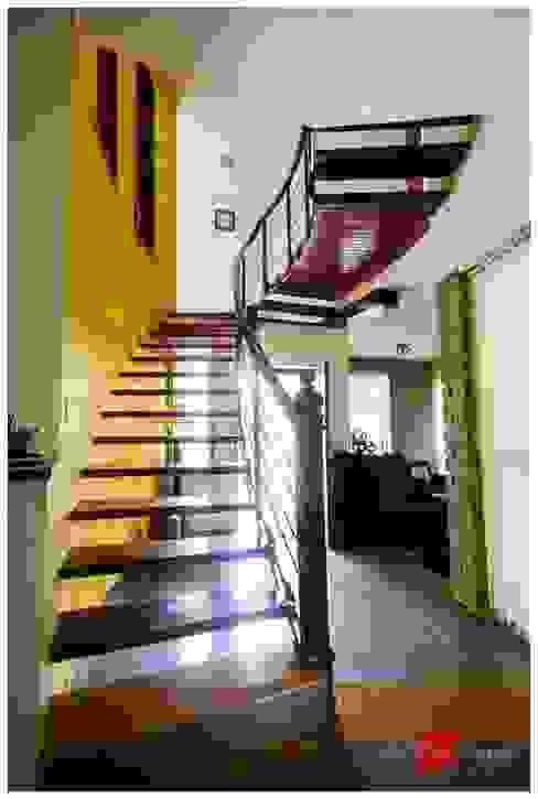 Kaivalya - Bhaskar's residence Eclectic style corridor, hallway & stairs by Sandarbh Design Studio Eclectic