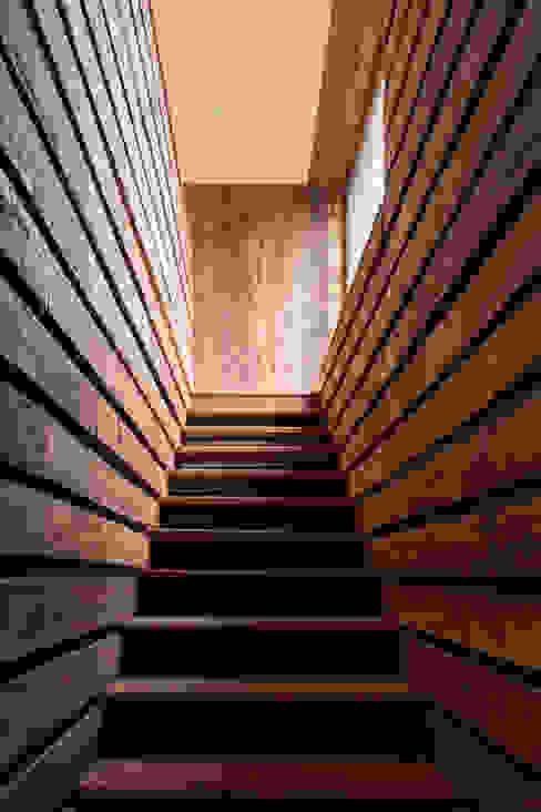 Cabaña Tunquen Pasillos, halls y escaleras rústicos de Dx Arquitectos Rústico
