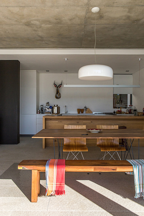 ALTERATION SEA POINT, CAPE TOWN:  Dining room by Grobler Architects,