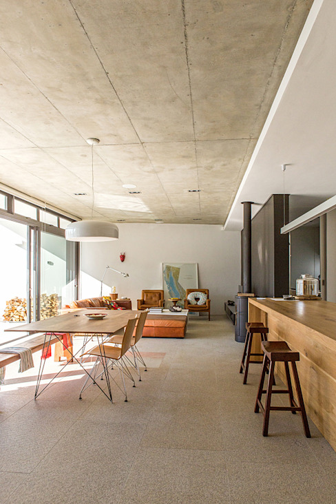 ALTERATION SEA POINT, CAPE TOWN Minimalist dining room by Grobler Architects Minimalist