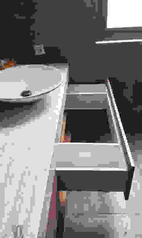 A House: Bathroom oleh KOMA living interior design,