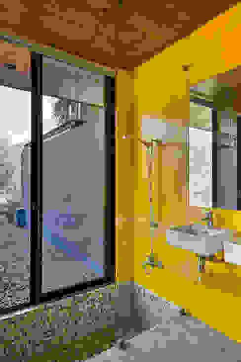 Casa Nogales Dx Arquitectos Baños de estilo moderno