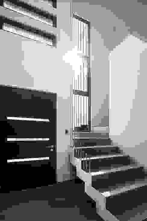 Casa Montemar 3 Pasillos, vestíbulos y escaleras modernos de Bauer Arquitectos Moderno