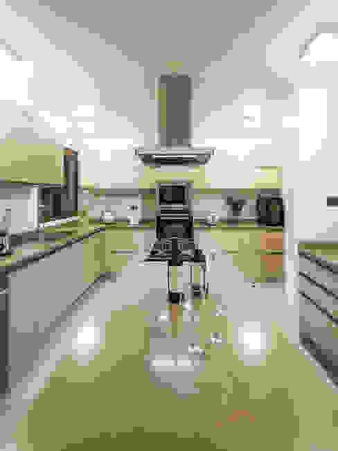 Casa Patio: Cocinas de estilo  por Bauer Arquitectos, Moderno