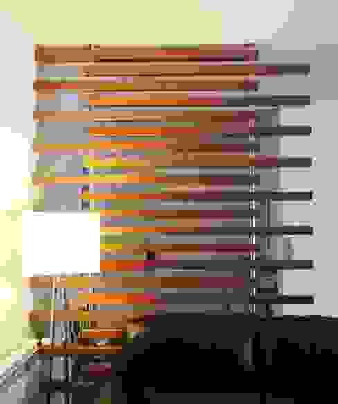 Divisória em ripado de madeira por GAAPE - ARQUITECTURA, PLANEAMENTO E ENGENHARIA, LDA Moderno Madeira Acabamento em madeira