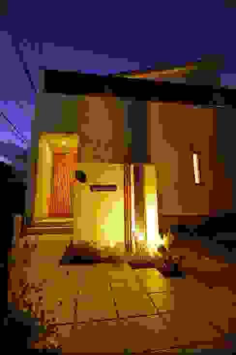 (仮称)シンプルモダンのコートハウス: やまぐち建築設計室が手掛けた家です。,モダン 木 木目調