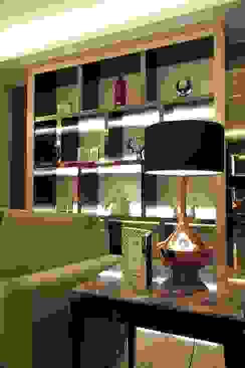 Display rack Ruang Keluarga Modern Oleh Kottagaris interior design consultant Modern
