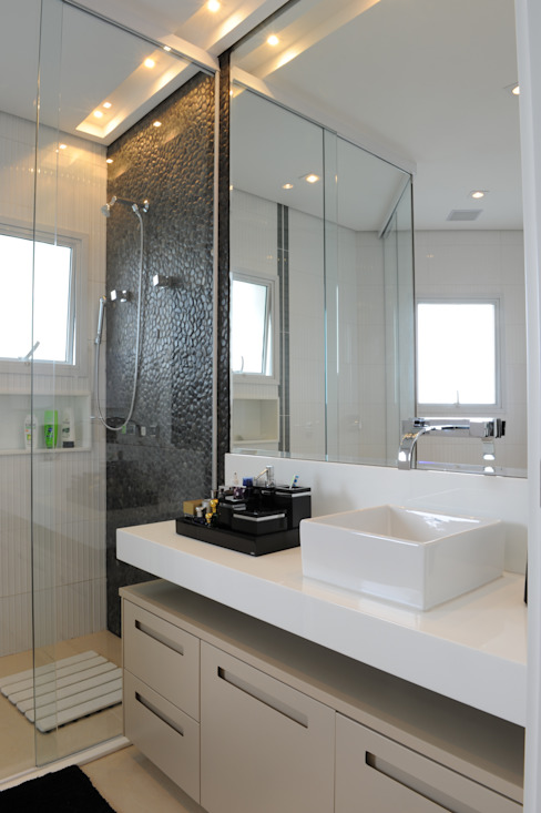 Daniel Kalil Arquitetura Modern Bathroom Black