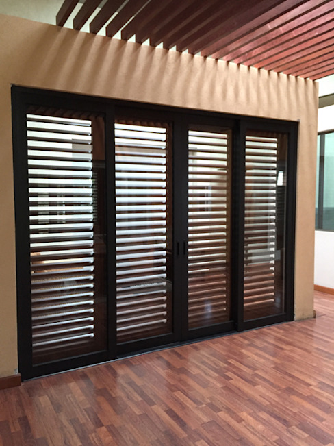 homify Windows & doors Blinds & shutters Aluminium/Zinc Black