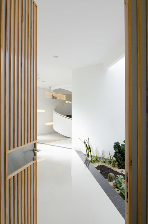Modern style doors by e.Re studio architects Modern