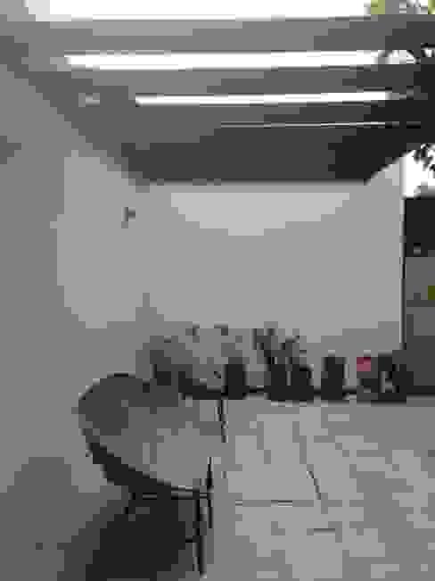 CASA BARTOLOME SHARP de [ER+] Arquitectura y Construcción Minimalista